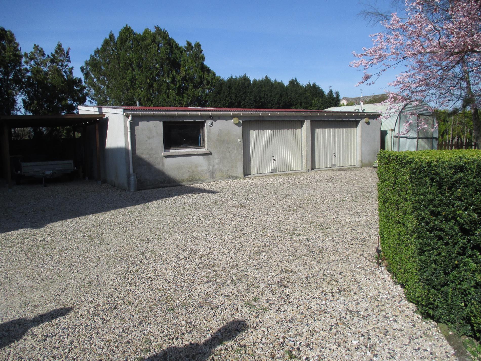 Vente maison de village avec grand volume for Grand garage montluconnais sas